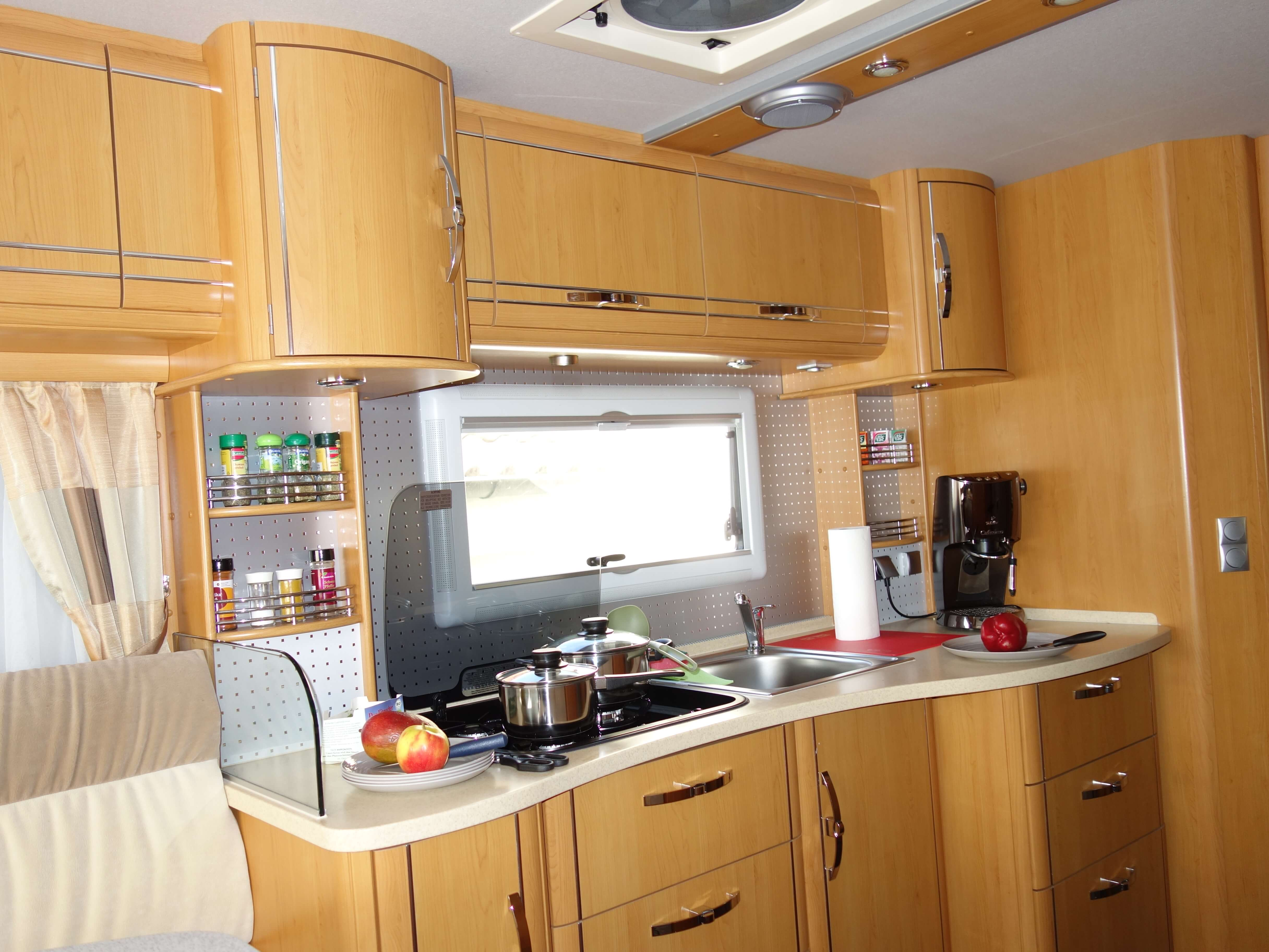 PhoeniX 8000 Küche